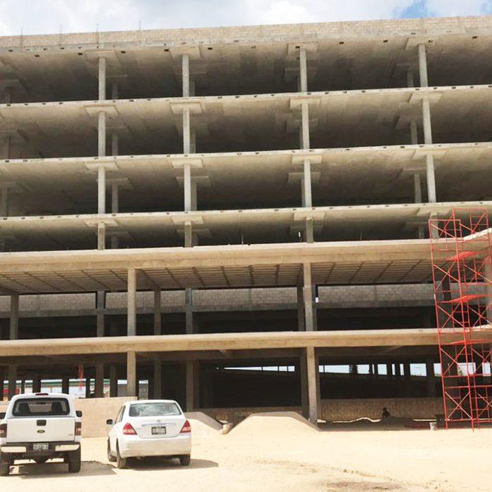 Cimentación y estructura de plaza comercial