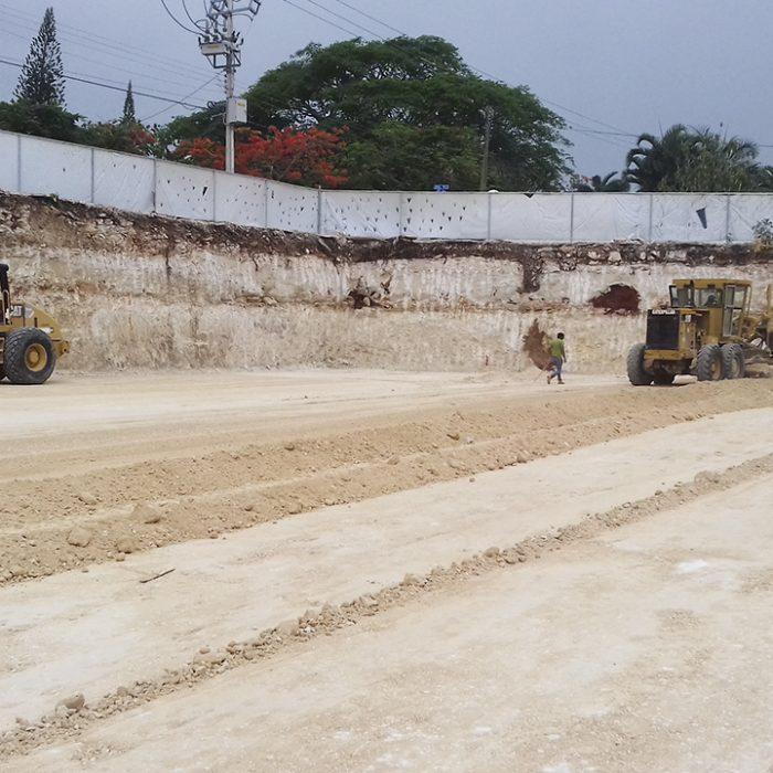 Excavación y desalojo del material del proyecto Mid Center