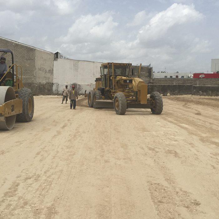 Trabajos de terracerías para la Plaza Uptown Mérida